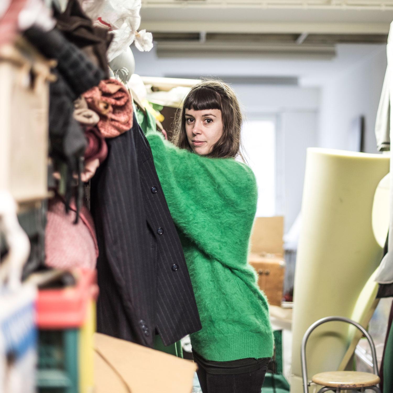 Kostuumontwerpster Leen Bogaerts in haar atelier.